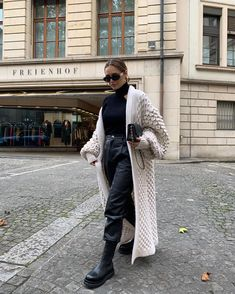 There is 1 tip to buy shoes. Casual Fall Outfits, Winter Fashion Outfits, Fall Winter Outfits, Classy Outfits, Look Fashion, Autumn Winter Fashion, Trendy Outfits, Fashion Clothes, Looks Street Style