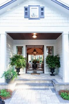 Come on in and take a tour of the HGTV® Dream Home 2017 in St. Simons Island, Georgia designed and decorated by Brian Patrick Flynn. Hgtv 2017 Dream Home, Hgtv Dream Homes, Architecture Design, Victorian Architecture, 1920s Interior Design, Courtyard House, Garage Design, Exterior Design, Craftsman Bungalows