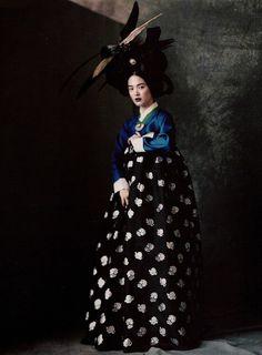 Paolo Roversi / Vogue Korea June 2007