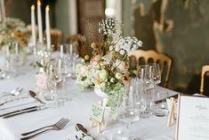 Mariage G & G • 21|07|2018 - Fleuriste spécialisée en mariages et wedding design en Alsace Table Settings, Table Decorations, Furniture, Design, Home Decor, Elegant Wedding, Chic Wedding, Exterior Decoration, Atelier