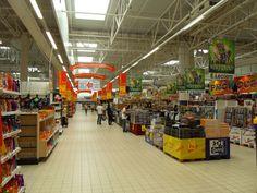 W walce z kryzysem niektóre sieci handlowe postanowiły zaproponować klientom nowe, mniejsze i poprawione wydanie hipermarketów – hipermarkety kompaktowe. Co Wy na to? :)