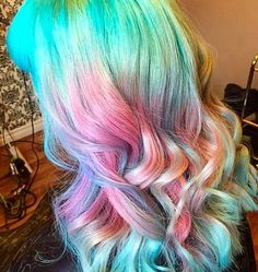 The way these colors were applied, it looks like the hair is made out of an iridescent holographic material Bright Hair, Pastel Hair, Purple Hair, Ombre Hair, Colorful Hair, Multicolored Hair, Green Hair, My Hairstyle, Pretty Hairstyles