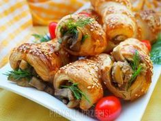 Rurki z ciasta francuskiego nadziewane pieczarkami i mięsem mielonym Finger Food, Shrimp, Sausage, Grilling, Turkey, Appetizers, Food And Drink, Cooking Recipes, Bread