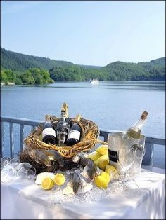 Tisch am See  Frische Eifeler Forellen