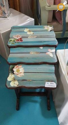 New shabby chic muebles reciclados Ideas Painted Coffee Tables, Painted Chairs, Hand Painted Furniture, Paint Furniture, Repurposed Furniture, Shabby Chic Furniture, Furniture Projects, Furniture Makeover, How To Decoupage Furniture