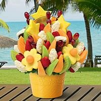 The freshest fruit arrangements: bouquets, chocolate dipped fruit & more. Fruit Gifts, Food Gifts, Fruit Basket Delivery, Edible Centerpieces, Veggie Art, Chocolate Dipped Fruit, Bouquet Delivery, Homemade Mothers Day Gifts, Fruit Flowers