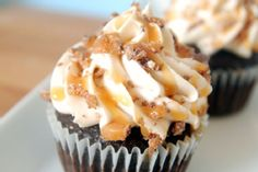 Heavenly Candy Bar Cupcakes look so heavenly!