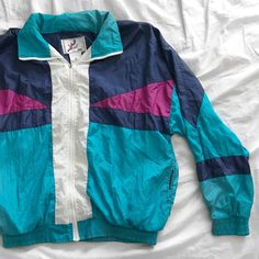 7eb9498fc739 Vintage Vizor Windbreaker ❄ ⛷ A great vintage piece that will make