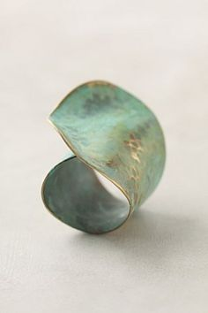 Anthropologie Leaf Ring / Look gorgeous in the photo - too bad the reviews aren't good…