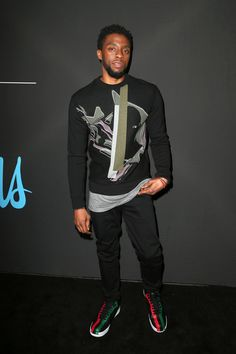 Chadwick Boseman Quietly Crushes It at the 2018 GQ All Star Party Black Panther Chadwick Boseman, African American Actors, Chocolate Men, My Superhero, Star Party, Saturday Night Live, Red Carpet Looks, Perfect Man, Fashion 2020