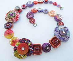 Button Necklace Boho Chic YoYo Jewelry Purple por CrayonGardens