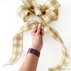 How to Make a Bow for a Wreath - Easy! Boxwood Wreath Diy, Diy Wreath, Wreath Ideas, Bow For Wreath, Wreaths Crafts, Rustic Wreaths, Mesh Wreaths, Grapevine Wreath, Diy Bow