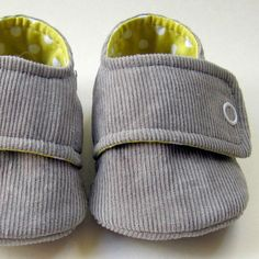 baby boy booties. adorbes.
