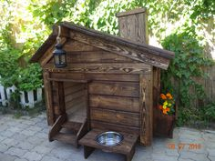 What makes a great dog house Pallet Dog House, Wooden Dog House, Large Dog House, Dog House Plans Insulated, Diy Dog Crate, Cool Dog Houses, Niches, Dog Rooms, Pet Home