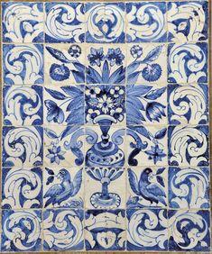 """""""Albarrada e dois pássaros"""" painel de trinta azulejos decoração a azul português séc. XVIII (1ª metade)"""