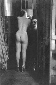 Robert Doisneau, Backstage Concert Mayol, 1952