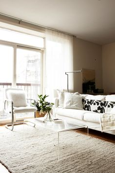 Image of Bernadette Pascua and Andrew Stinson's Brooklyn apartment from Design*Sponge. (This is my dream apartment.)