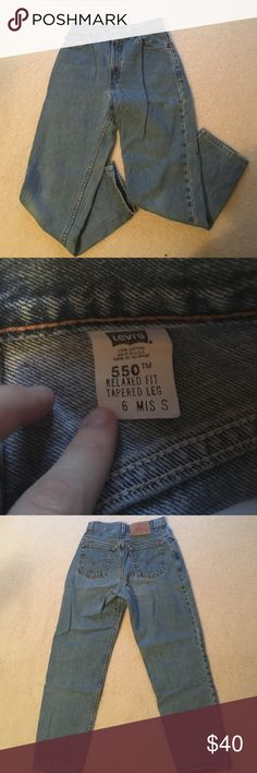 Vintage Levi's High Waisted Levi 550 Jeans, from the 90s. Size 6, about 28 inches around. Levi's Jeans