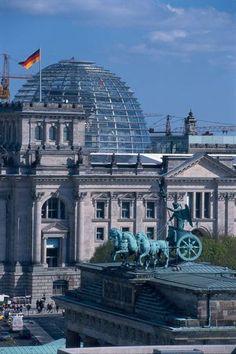 Berlin Reichstag with Glass Dome - GNTB/GbR Lehnartz, Klaus und Dirk