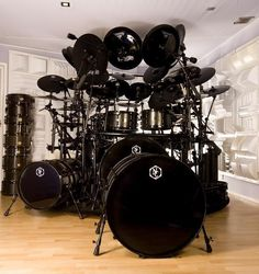 Black drums, black hardware, black cymbals