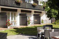 Aussenansicht (Zimmer im Erdgeschoss) und einen Teil der Terreasse des   H+ Hotel Alpina Garmisch-Partenkirchen
