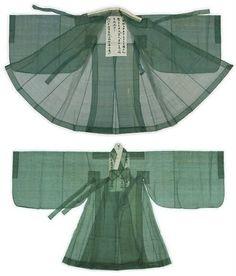 King Yungjo's Outer Coat Korean traditional costume Korean Hanbok, Korean Dress, Korean Outfits, Korean Traditional Dress, Traditional Fashion, Traditional Dresses, Oriental Fashion, Asian Fashion, Motif Kimono
