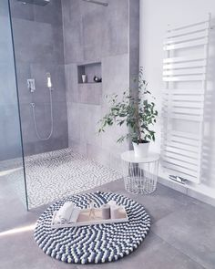 Kitchen Decorating and Remodeling Trends for Homeowners Kitchen Decorating and Remodeling Trends for Homeowners,Our House bathroom trends 2019 - minimalism Decor Bathroom Trends, Kitchen Trends, Modern Bathroom, Small Bathroom, Bathroom Grey, Family Bathroom, Bathroom Toilets, Bathroom Rugs, Master Bathroom