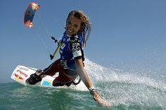 Susi Mai Cabrinha - Yeap! I want to try! Kitesurfing.