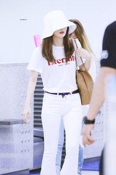 Seulgi airport fashion