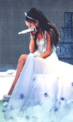 Ariana Grande The Honeymoon Tour absolutely gorgeous