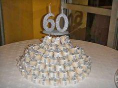 Foto de mesa com lembrancinhas bem casados 60 anos