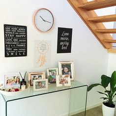 33 Incredibly Easy Tricks To Vastly Improve Your Entryway Condo Living, New Living Room, Entryway Wall, Entryway Ideas, Wall Design, House Design, Small Hallways, Create Space, Interior Inspiration