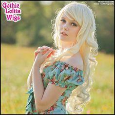 (http://www.gothiclolitawigs.com/long-curly-lolita-platinum-blonde-mix/)