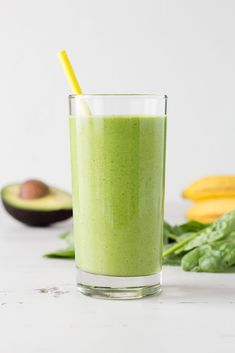 This Spinach Avocado Smoothie is the perfect recipe to get your fruit and veggies in. Made with almond milk and banana, it& a healthy addition to your breakfast or a perfect snack! Avacado Smoothie, Spinach Smoothie Recipes, Best Smoothie Recipes, Smoothie Prep, Raspberry Smoothie, Healthy Smoothies, Healthy Recipes, Healthy Juices, Detox Recipes