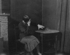 Paul Nougé - Femme effrayee par une ficelle 1929-30