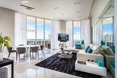Современный интерьер квартиры с панорамными окнами во Флориде