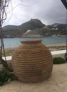 Παλιά πιθάρια στα Κύθηρα – Ελένη Χάρου