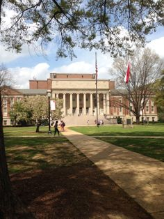 Gorgas Library on University of Alabama Campus in the Spring