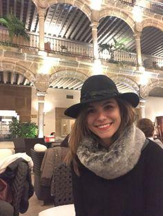 EL FRÍO YA LLEGÓ - BUF CALENTITO Draps Design, Bucket Hat, Winter Hats, Interior, Fashion, Cold, White People, Moda, Bob