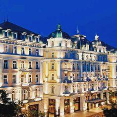 Beautiful Buda! 😱✈️⠀ ⠀ http://bit.ly/2p28dEI⠀ ⠀ 5* Hotel & Spa, Central Budapest, 3 Days/2 Nights, Flights and Accommodation - £204pp #TravelDeals #Hungary #Budapest #Vacation #CityBreak #CheapFlights #Europe #WeekendBreak #BreakAway