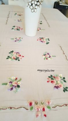 myçeyizcim Hand Work Embroidery, Embroidery Flowers Pattern, Ribbon Embroidery, Flower Patterns, Hardanger Embroidery, Embroidery Stitches, Patchwork Tutorial, Hand Painted Fabric, Crazy Patchwork