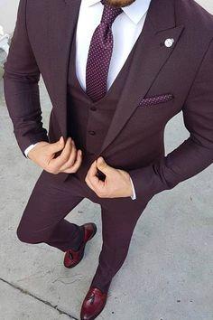 Ideas For Moda Masculina Formal Suits Menswear Burgundy Suit, Maroon Suit, Purple Tuxedo, Prom Tuxedo, Burgundy Fashion, Tuxedo Suit, Classy Suits, Classy Men, Classy Ideas