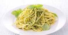15 recettes pas chères aux spaghettis jolis jolis - Cuisine AZ Salsa Pesto, Pesto Sauce, Basil Pesto, Fresh Basil, How To Cook Pasta, Parmesan, Yummy Food, Dishes, Cooking