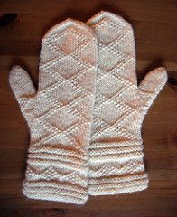 Free knitting patterns for adult gloves and mittens. Make a pair of mittens for yourself and another as a gift. Knitted Mittens Pattern, Crochet Gloves, Knit Mittens, Knit Or Crochet, Knitted Hats, Knitting Stitches, Knitting Patterns Free, Free Knitting, Knitting Socks