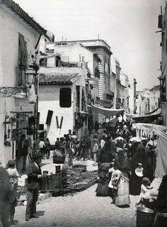 ¿Sabíais que el mercadillo de la calle Feria es el más antiguo de la ciudad? El jueves lo llaman . . .