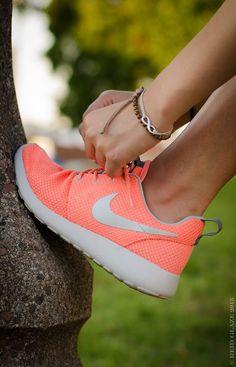 Nike Roshe Run: Atomic Pink