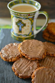 These Chocolate Coated Hobnob Biscuits from Irish Baking Adventures are even better than the bought cookies! They are a seriously yummy, oatey, wholesome treat just perfect for dunking! Chocolate Treats, Homemade Chocolate, Hobnob Biscuits, Savoury Biscuits, Baking Recipes, Cookie Recipes, Shortbread Recipes, Baking Tips, Biscuits