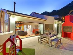 Bay Views Villa Hout Bay - Bay View Villas is situated in Hout Bay, Cape Town. This lovely holiday villa is set high up on the Sentinal Hill with amazing views of the ocean.The Villa has four bedrooms all of which have scenic views ... #weekendgetaways #houtbay #southafrica
