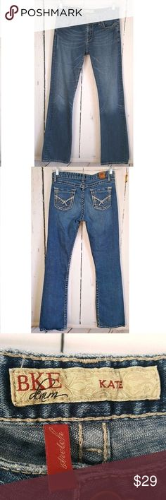 """BKE buckle Kate Bootcut stretch women jeans 28 B4 BKE Denim Buckle Womens kate  Boot Cut Cotton Stretch sz 28 style BK20101L  Rise: 8"""" Waist: 15.5"""" Inseam: 32"""" Material: 985%cotton 2% spandex  Condition:gently used, no flaws, only the hem see pics BKE kate Jeans Boot Cut"""