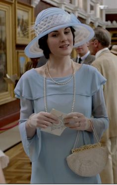 ~Lady Mary's outfit at the art exhibition in episode 9 of season 4. I absolutely loved it.
